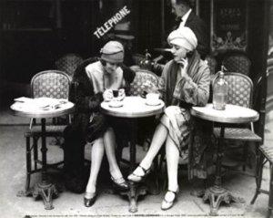 vintage_women_at_cafe